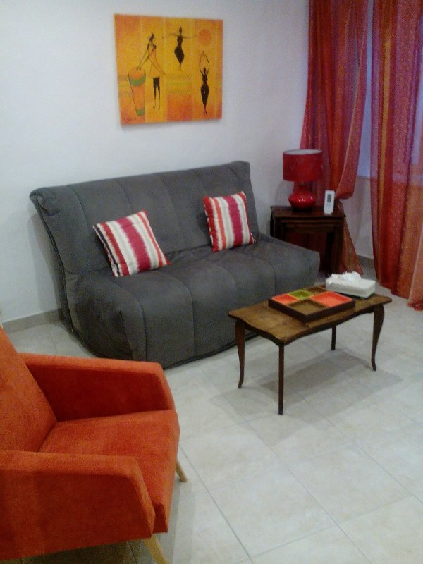 Lounge with BZ 140cm with TV, internet access, DVD, games company ....