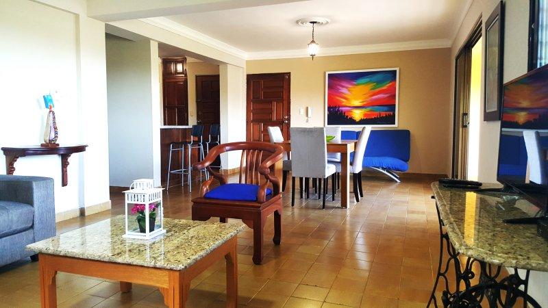 Gazcue, Santo Domingo, recently renovated 2 bedroom colonial style apartment, aluguéis de temporada em Santo Domingo