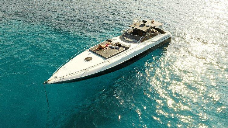 Yacht charter in Ibiza Sunseeker Superhawk 48 '007', casa vacanza a San Carlos