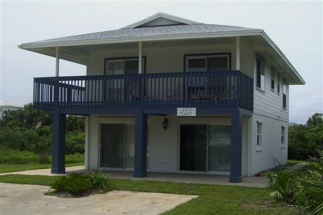 Bargain Beach House rental with a Pool Table, holiday rental in New Smyrna Beach