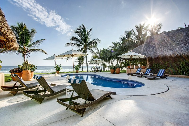 Oaxacan Coast Luxury Beachfront Villa, vacation rental in Puerto Escondido