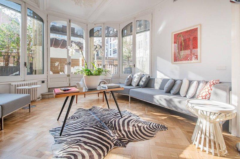 White Gallery Apartment Paseo de Gracia, vacation rental in Barcelona
