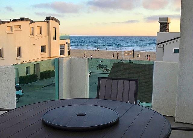 Schöne Dachterrasse mit Blick auf Newport Beach