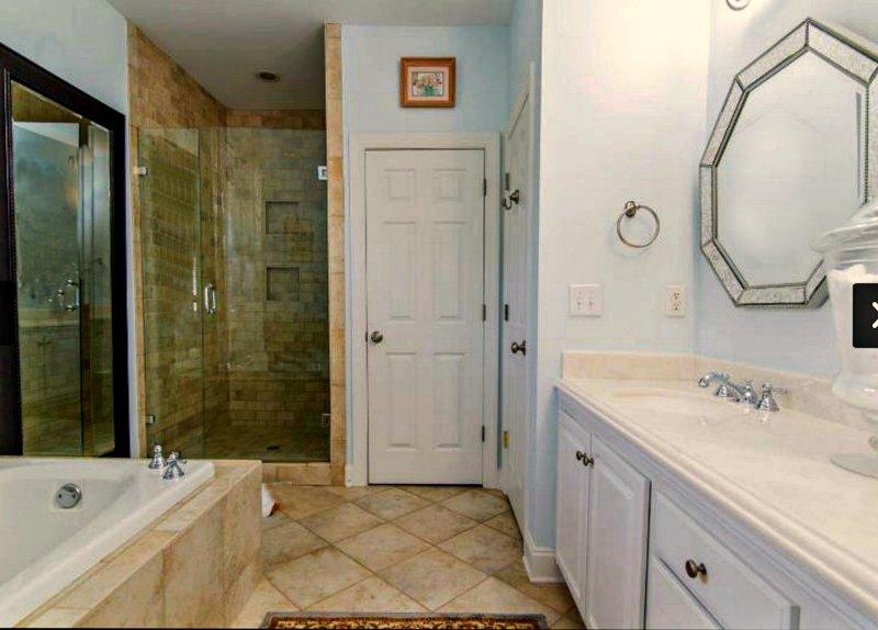 Toilet closet, tub, dual vanity, glass shower. Ensuite for #1 Master.