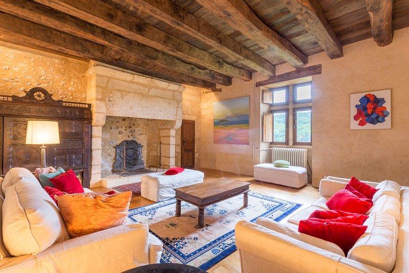 Miremont Chateau Sleeps 8 with Pool - 5049653, location de vacances à Savignac-de-Miremont