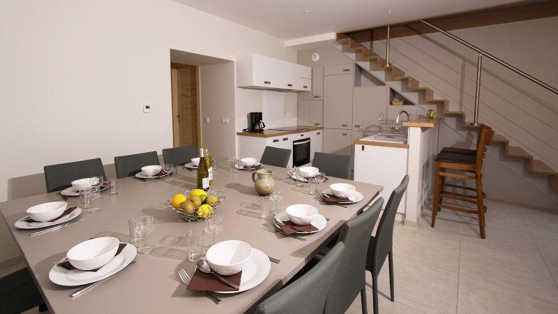 Côté Bauges : Salle à manger et cuisine
