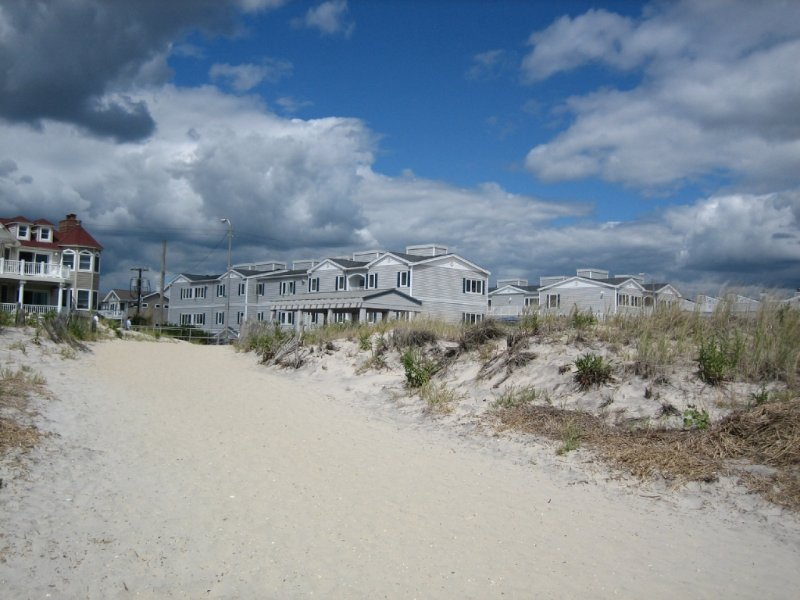 1670 Boardwalk 22 115438 Has Parking And Private Outdoor