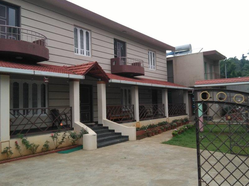 TripThrill Lotus Cottages 2, holiday rental in Madikeri Taluk