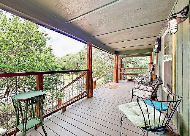 Unique 'Book House' w/ Forest Views on 8 Acres - Near Downtown Austin, holiday rental in Buda