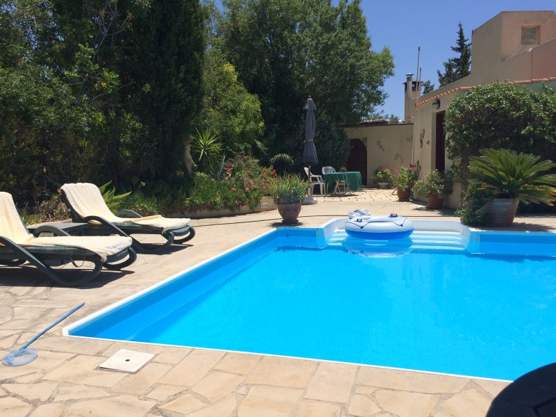 Hillside villa with stunning sea views, holiday rental in Paphos
