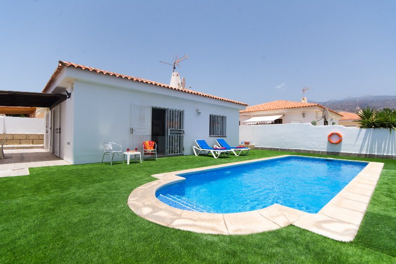 Villa Sienna. Lovely 3 Bedroom Villa. Private Heated Pool. Callao Salvaje. – semesterbostad i Adeje