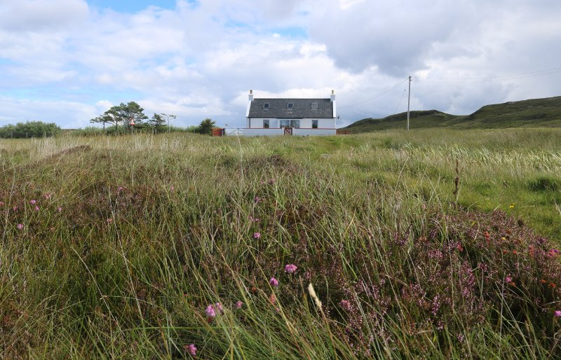 Tigh Anndra, perfect for couples on the Trotternish peninsula!, holiday rental in Kilmaluag