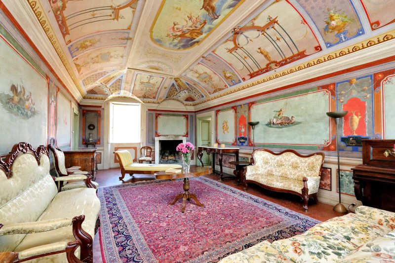 the frescoed living room