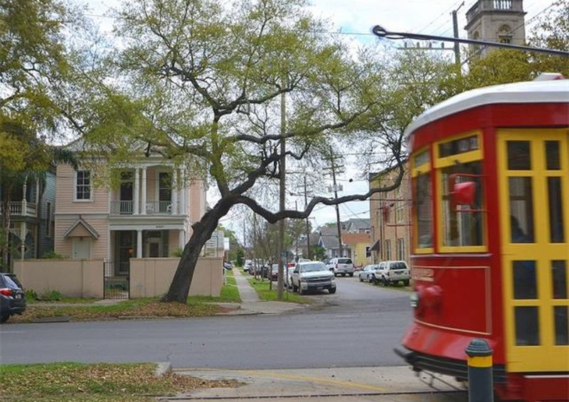 Large 1879 Victorian on world famous Canal st! 8 minutes to Bourbon and the French Quarter!!