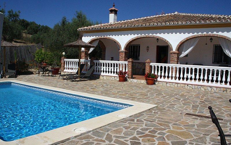 Situado no meio de um olive grove com total privacidade você poderá desfrutar de dias relaxantes pacíficos sob um sol quente.