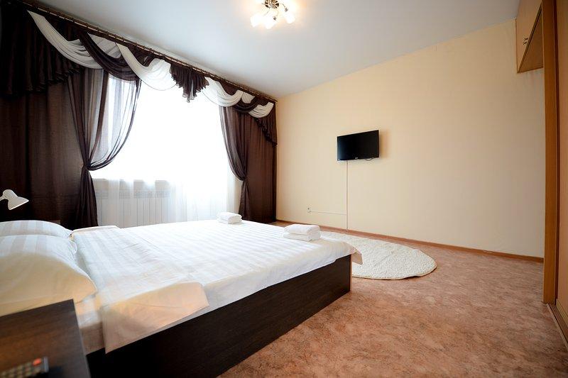 Central 3 Bedroom Apartment on Kirova, holiday rental in Chelyabinsk Oblast