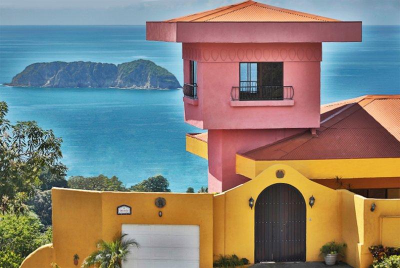 Villa del Sol - Garaje privado y entrada