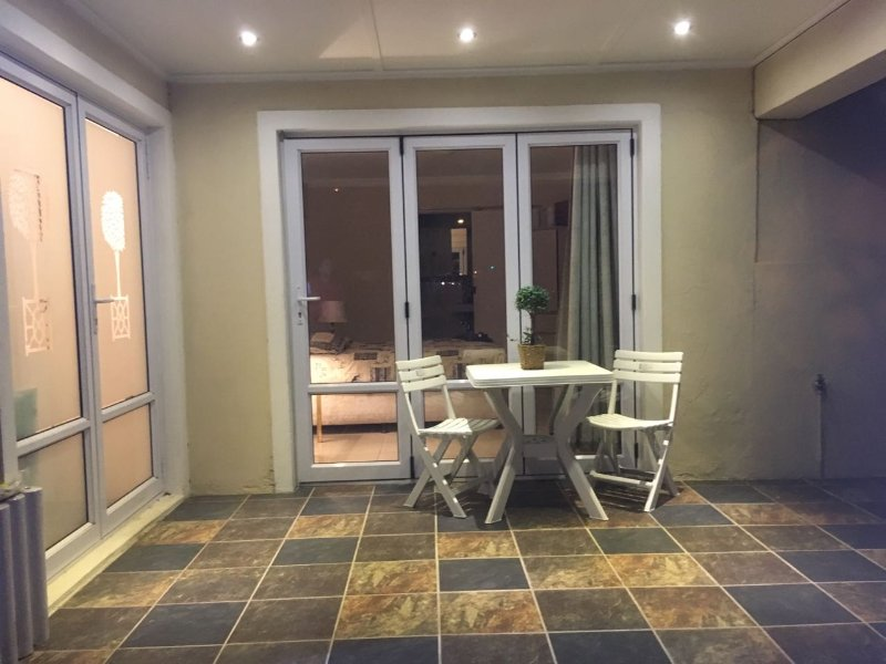 NEWLANDS 15K on KezKer Luxury Double En-Suite Room, holiday rental in Bishopscourt