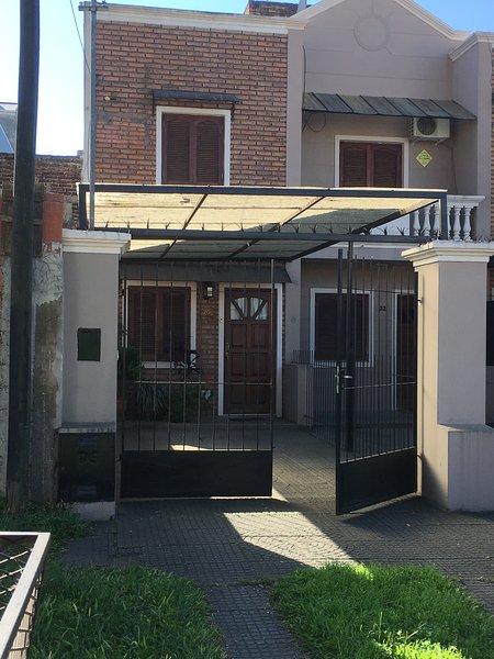 Frente chalet en barrio residencial