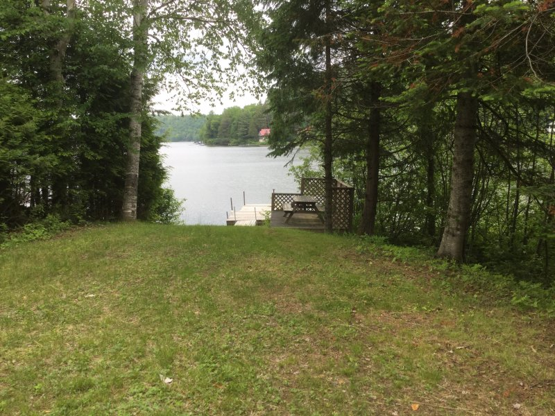 Cozy 3 bedroom lakefront chalet - secluded, vacation rental in Lac-des-Plages
