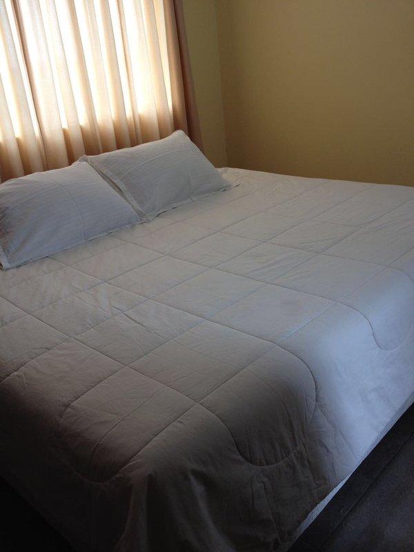 Private king sized bedroom and own bathroom, aluguéis de temporada em Santiago de Surco
