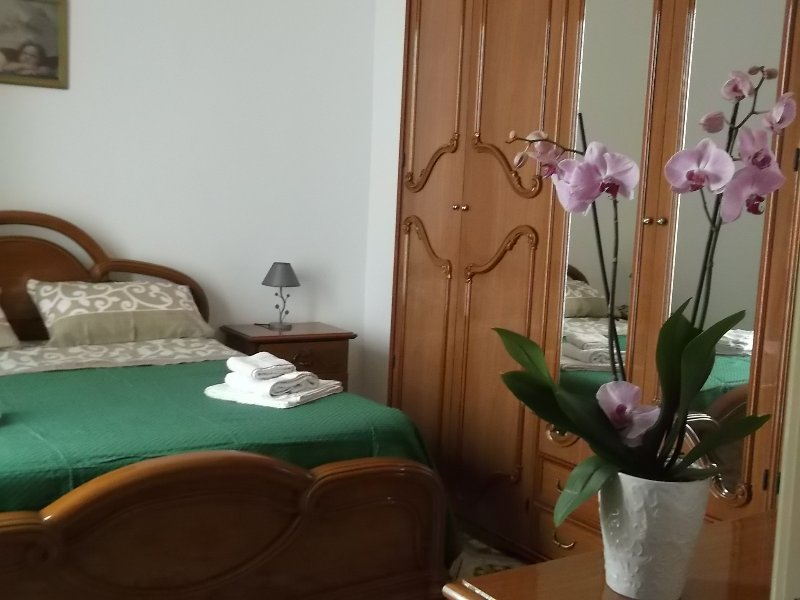 double room: free wi-fi, TV, air conditioning, heating, mosquito nets, access to the garden