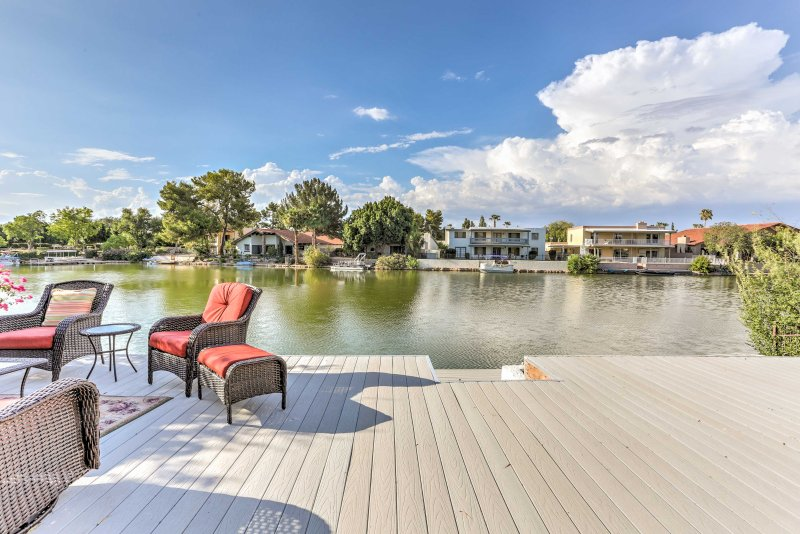 Lakefront Tempe House w/Sun Deck, Hot Tub & Boats!, vacation rental in Tempe