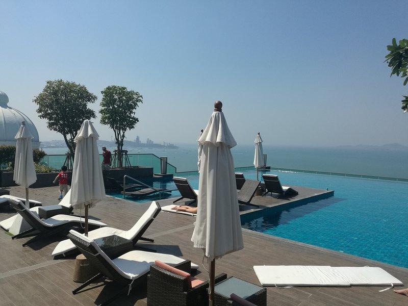 65 SQM Seaview One Bedroom Luxury Suite, holiday rental in Na Kluea