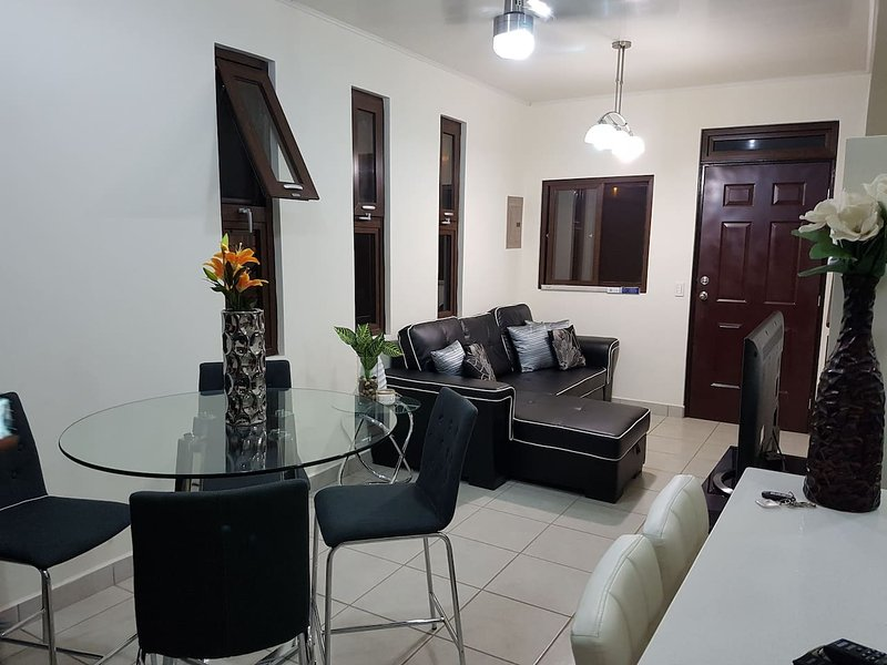 NEW, Modern & Secure House in Managua w/VIP ride, Ferienwohnung in Jinotepe