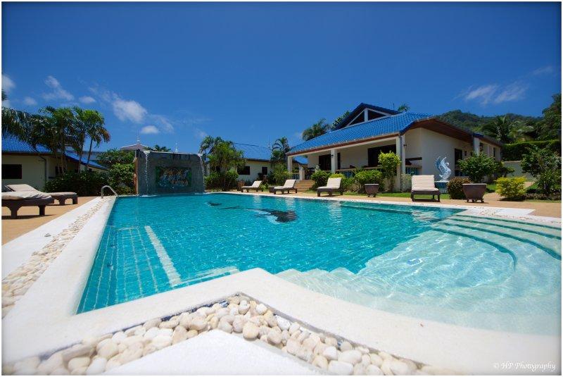 VILLA  3 CHAMBRES  6/8 P - GRANDE PISCINE  - PRES DE LA MER 6/8 P (4), holiday rental in Nai Harn