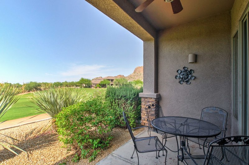 Gold Canyon Townhouse on Golf Course w/Mtn Views!, vacation rental in Gold Canyon