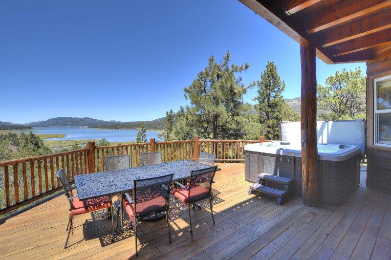 Grande terrasse avec vue sur le lac plein, barbecue et Hotub