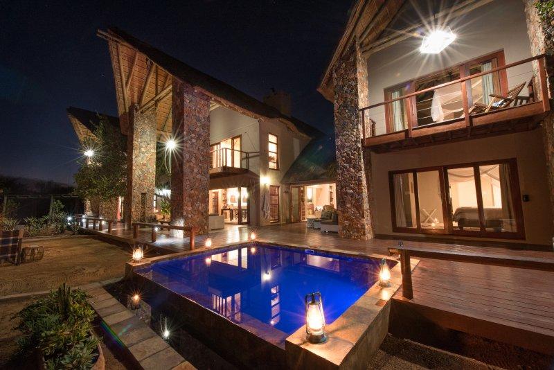 Unsere Villa in der Nacht