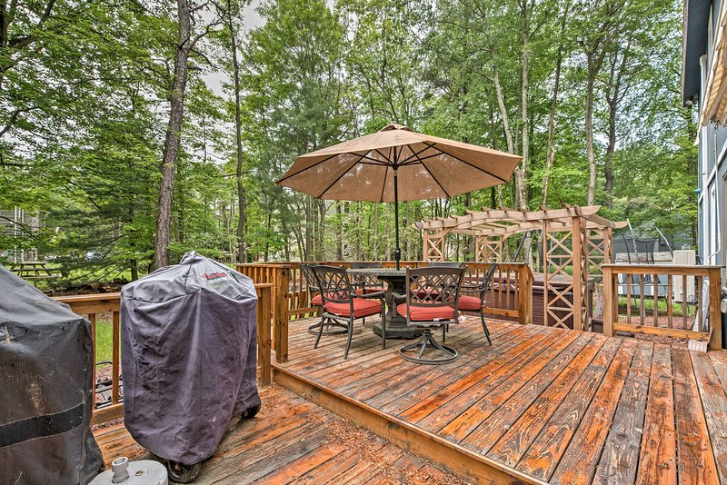 Spend your days sitting on the deck, surrounded by trees and enjoying the amenities of the Split Rock Resort community.