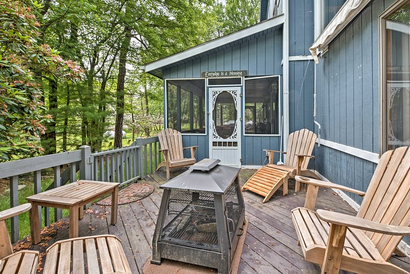Gather around the fire pit on the side patio and enjoy laying back in the 4 Adirondack chairs.