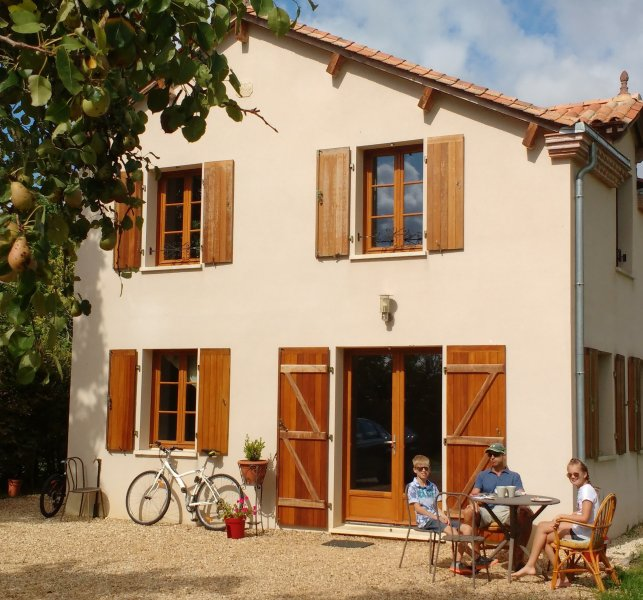 Le Claud d'amour with Hot Tub & Pool, vacation rental in Montbron