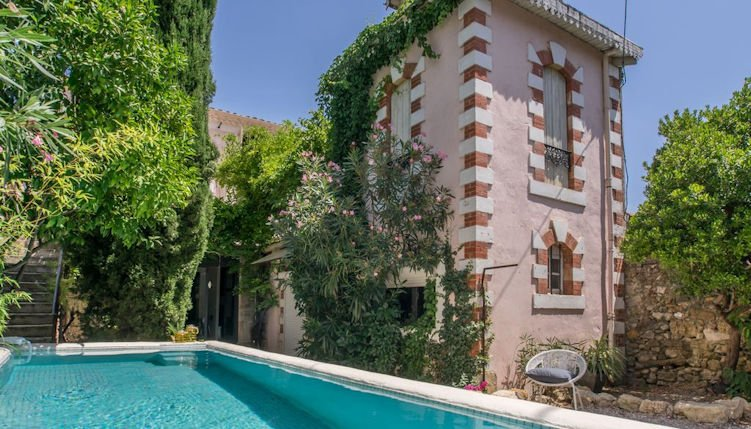 Charming French home with pool and Terrace in village centre, location de vacances à Neffiès