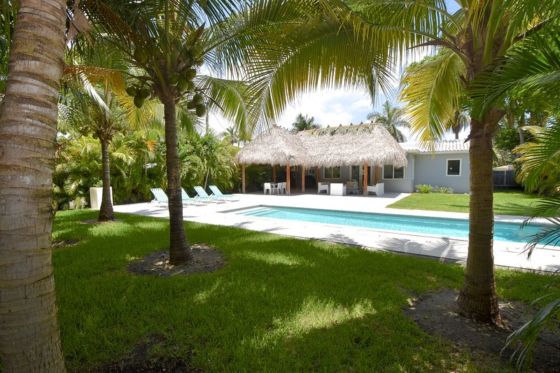 The Relax House: 2 Bedrooms with pool and tiki hut, holiday rental in Miami
