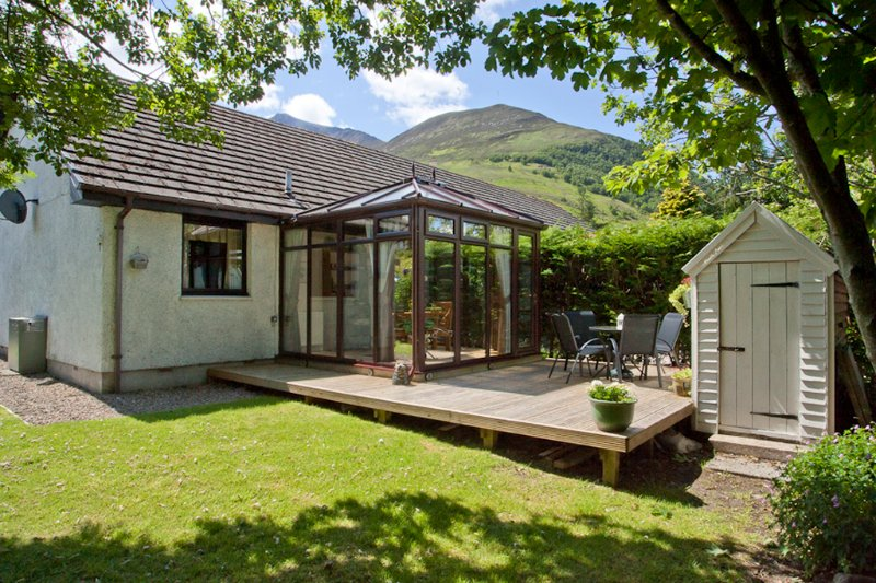Ardachy Cottage, holiday home in the heart of the Highlands with fabulous mountain views!