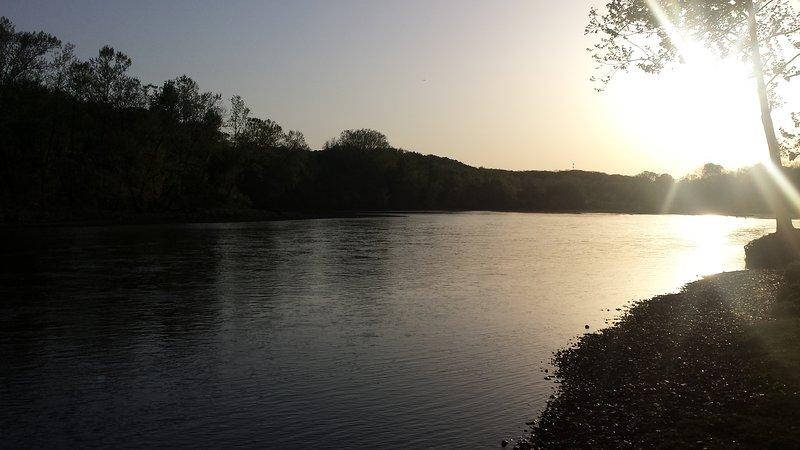 lago puesta del sol