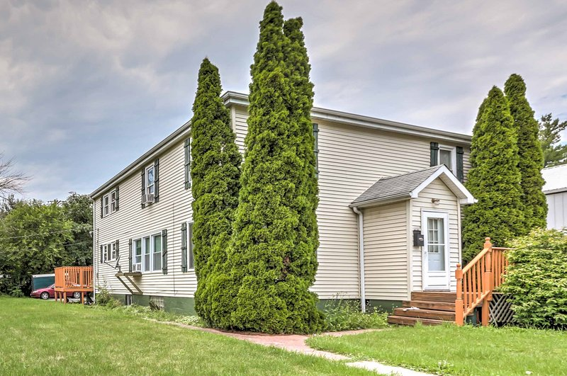 Pack your bags for the wonders of the great Midwest and book your stay at this quaint 3-bedroom, 1-bathroom Crete vacation rental apartment!