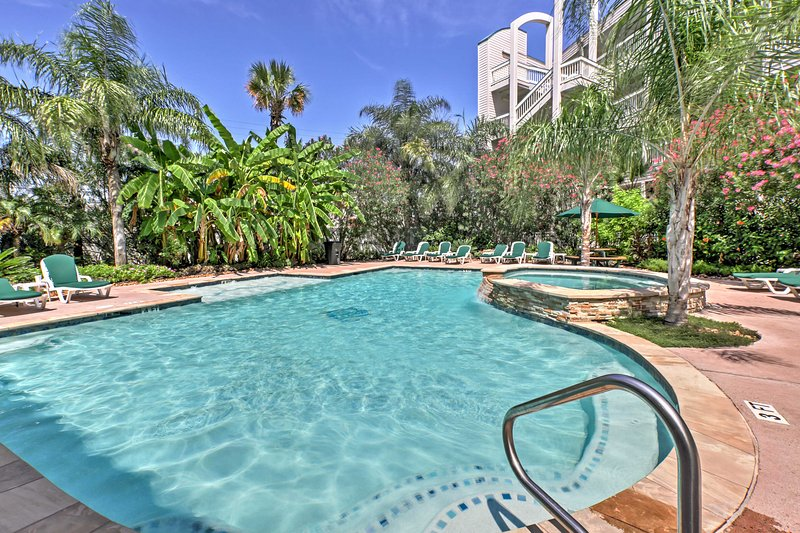 The Casa del Mar community offers 2 community pools, charcoal grills, and a picnic area for your convenience.