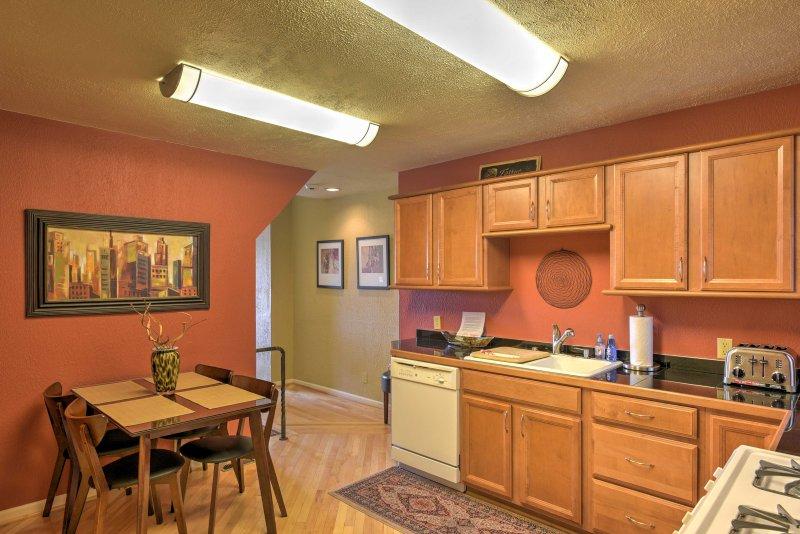 El nivel inferior cuenta con una segunda cocina totalmente equipada.