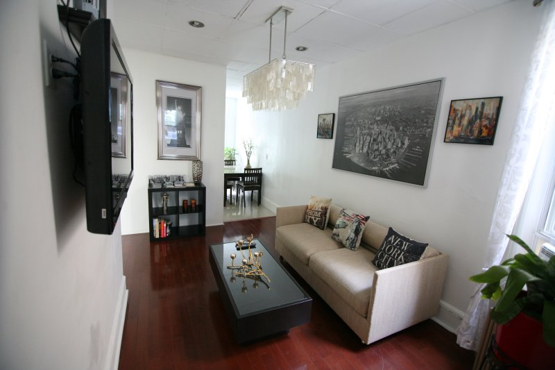 BEAUTIFUL HOME AWAY FROM HOME APARTMENT NYC, holiday rental in West New York