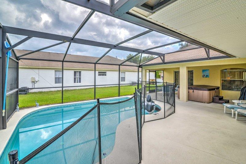 Con una piscina, vasca idromassaggio e sala giochi, questa casa è perfetta per una vacanza in famiglia.
