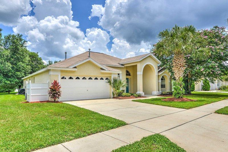 Prendi la famiglia e vai in Florida per soggiornare in questa casa in stile mediterraneo.