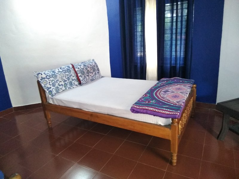 TripThrill Dynasty Homes Deluxe Room 1, vacation rental in Virajpet