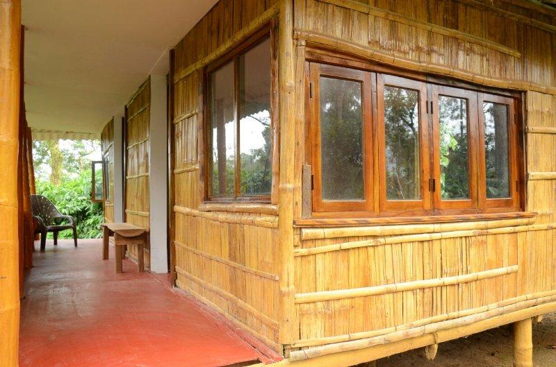 TripThrill Aarna Estate Wooden House, vacation rental in Virajpet