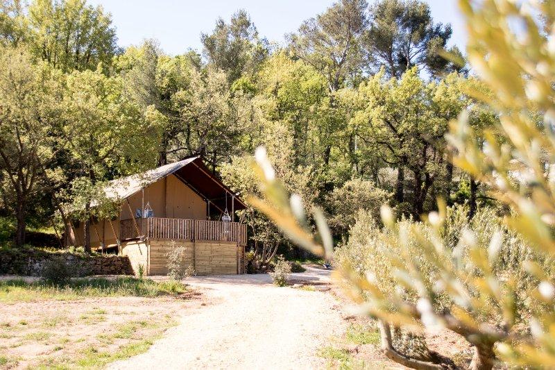 CABANE  LA  PINEDE, location de vacances à Pourrieres