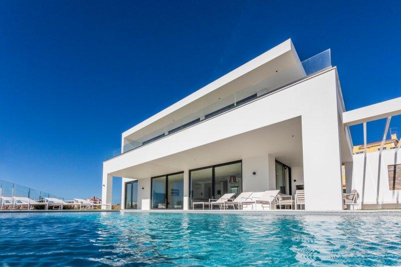 ERICEIRAHILLS- LUXURY VILLA 'CASA THERESE' IN BEAUTIFUL ERICEIRA, alquiler de vacaciones en Ericeira